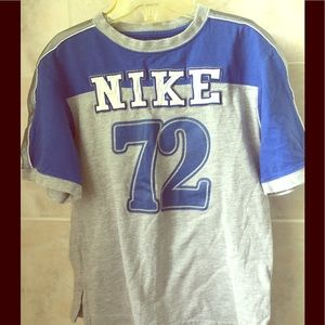 Gently worn Nike kids top 💙